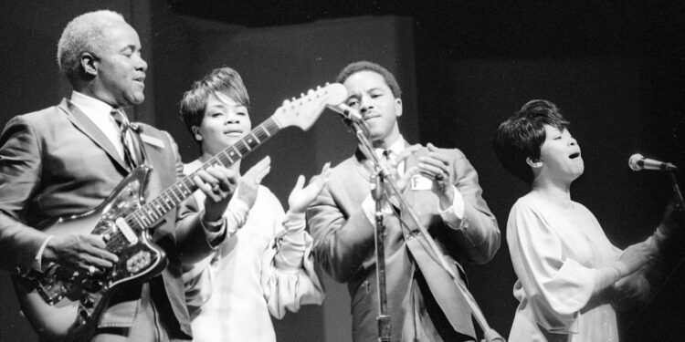 Pervis Staples, Co-Founder of the Staple Singers, Dies at 85