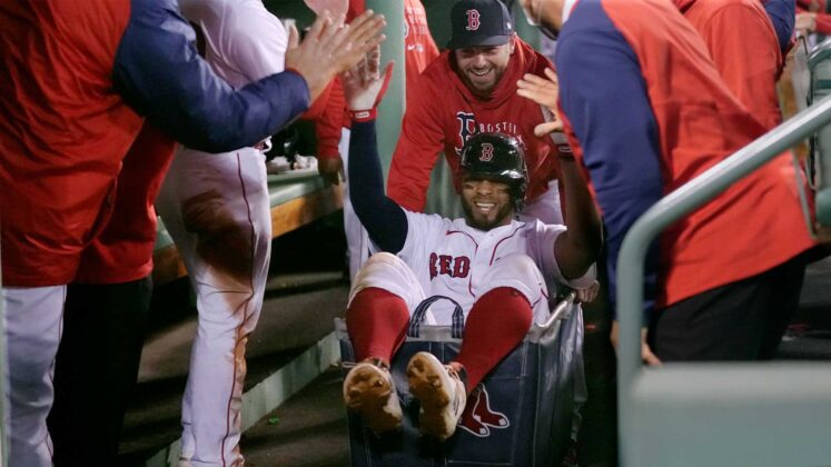 Red Sox hit 4 home runs, defeat Tigers in slugfest
