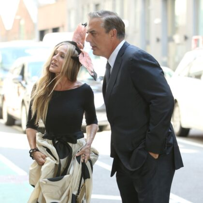 Carrie Bradshaw Looks GREAT On the Set Of The New Sex In The City Movie