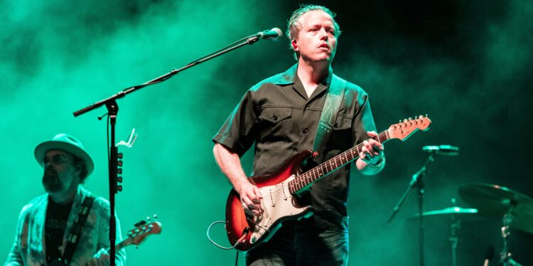 Jason Isbell to Require COVID-19 Vaccinations or Negative Tests From Audiences