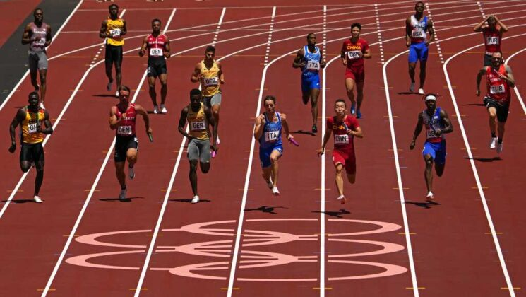 Runners chase chance for medals in track & field 4×100-meter relay at Tokyo Games