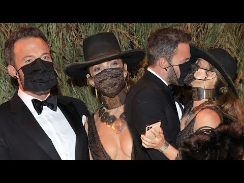 Jennifer Lopez and Ben Affleck KISS at Met Gala 2021