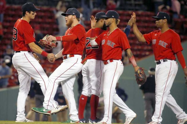 Schwarber, Red Sox beat Indians for 3rd straight win